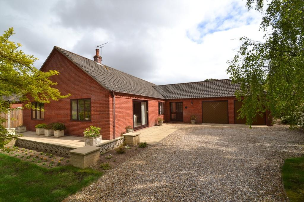 4 Bedrooms Detached Bungalow for sale in Holt