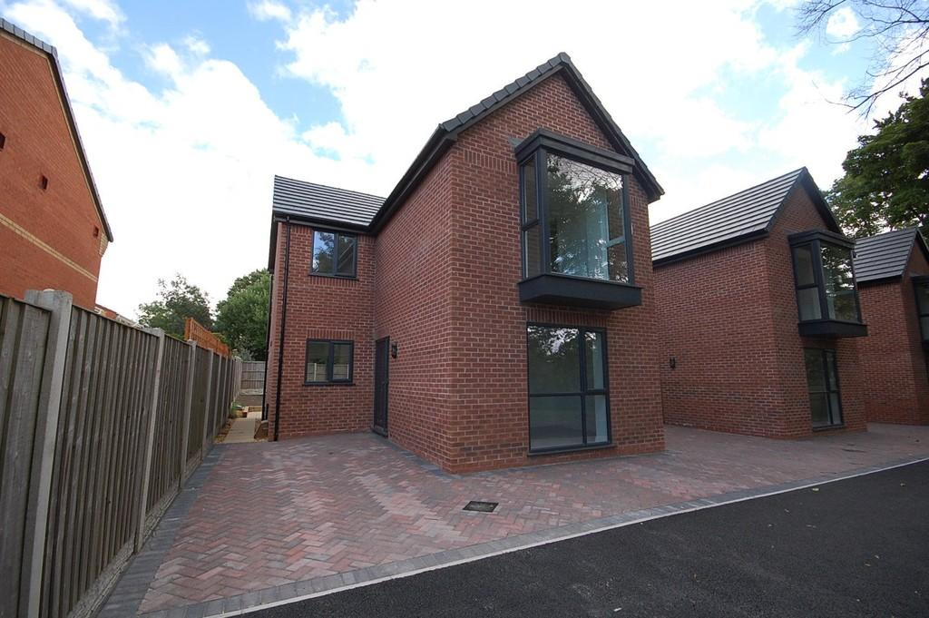 3 Bedrooms Detached House for sale in Blundell Road, Whiston, Prescot