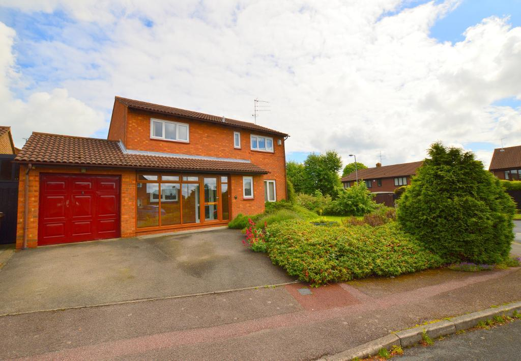 4 Bedrooms Detached House for sale in Wootton Close, Luton, LU3 3XD