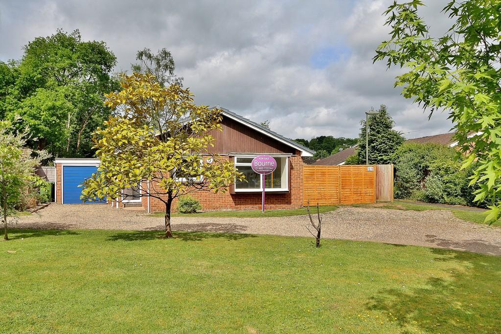3 Bedrooms Detached Bungalow for sale in Goldsworth Park, Surrey