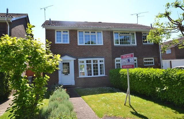 3 Bedrooms Semi Detached House for sale in Fincham Close, East Preston, West Sussex, BN16 1LJ