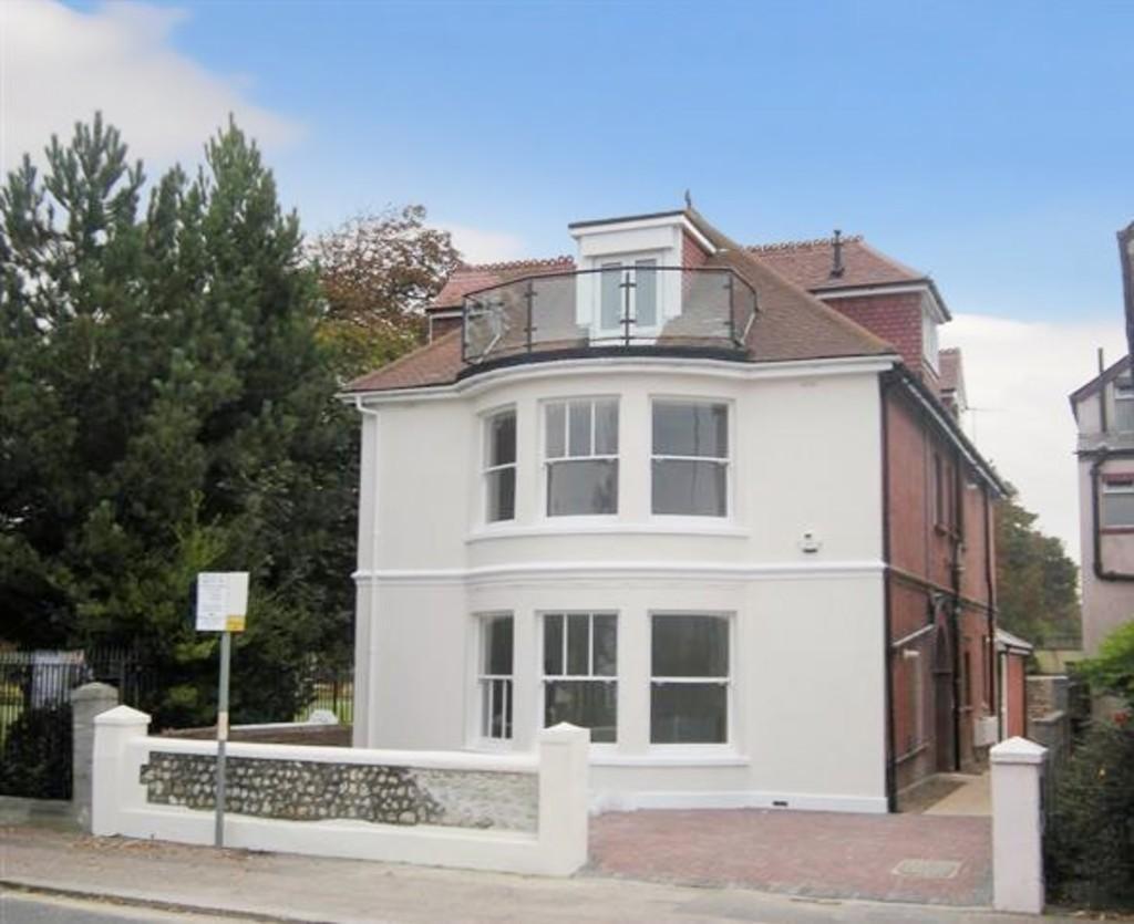 2 Bedrooms Ground Flat for sale in Brighton Road, Worthing BN11 2EL