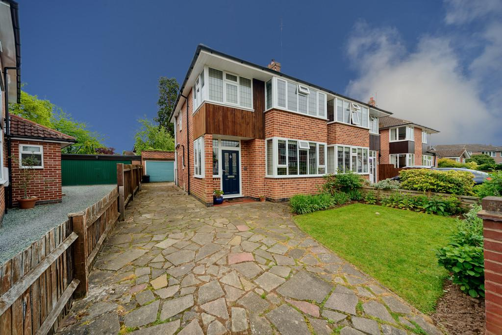 3 Bedrooms Semi Detached House for sale in Towers Close, Kenilworth