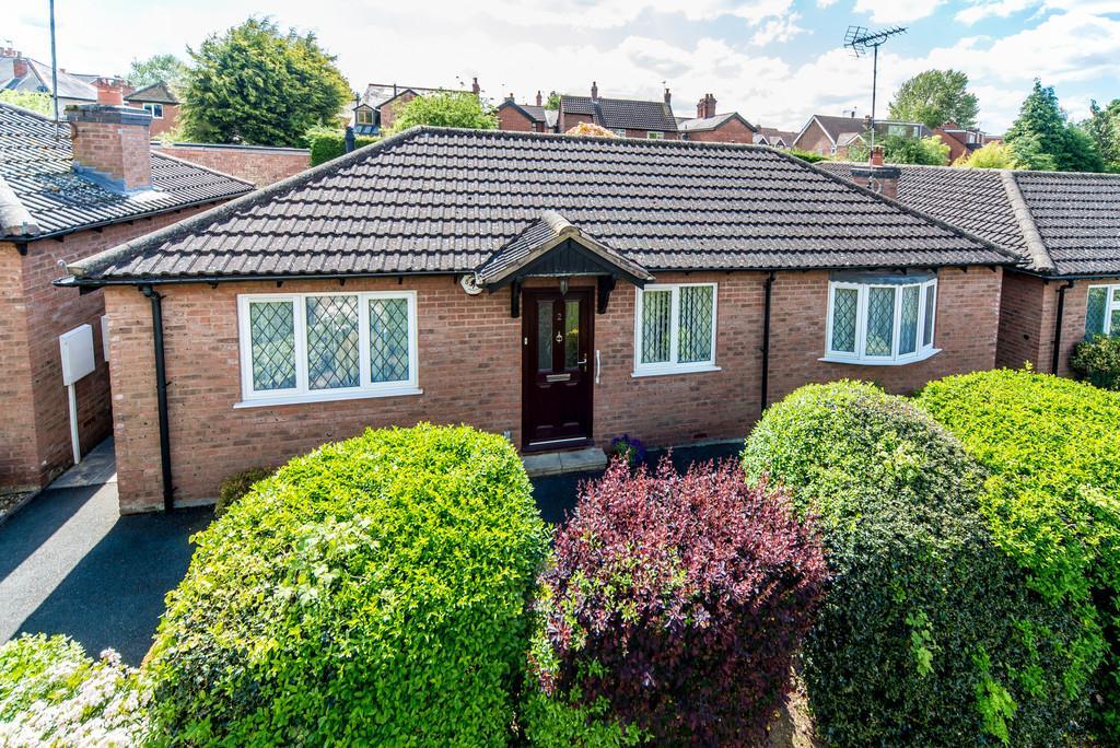 2 Bedrooms Detached Bungalow for sale in Barrowfield Lane, Kenilworth