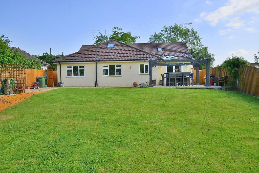 4 Bedrooms Chalet House for sale in Verwood Road, Woodlands