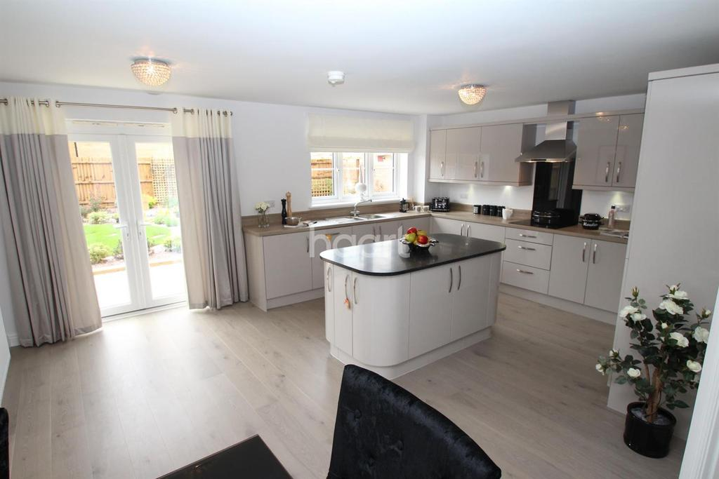 4 Bedrooms Detached House for sale in Woburn Drive, Thorney, Peterborough
