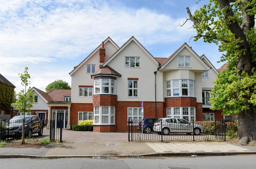 2 Bedrooms Flat for sale in Scotts Lane Bromley BR2