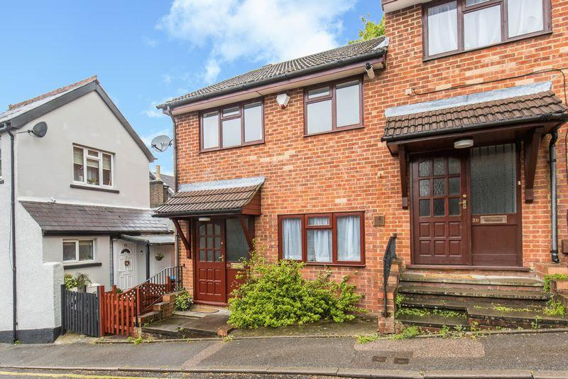 3 Bedrooms Semi Detached House for sale in Mount Pleasant Road, Caterham
