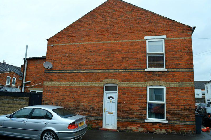 2 Bedrooms End Of Terrace House for sale in Thesiger Street, Lincoln