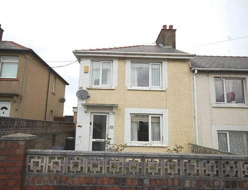 3 Bedrooms End Of Terrace House for sale in 19 Greenwood Road, Neath, SA11 2BD