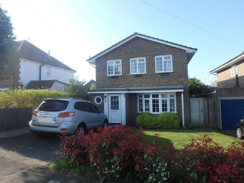 4 Bedrooms Detached House for sale in Beaconsfield Road, Langley Vale