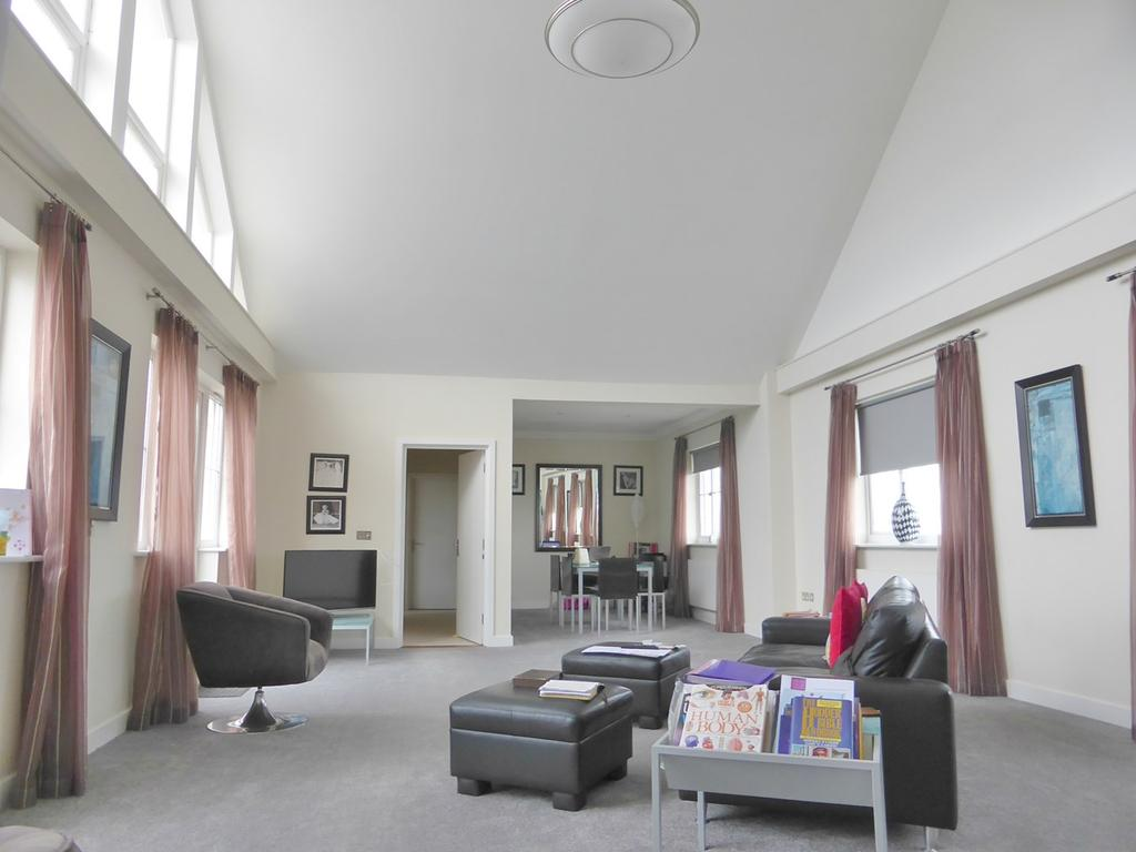 3 Bedrooms Penthouse Flat for sale in 17 Golden Gate Way, Eastbourne, BN23