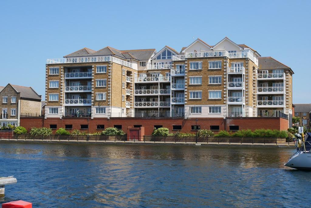 3 Bedrooms Apartment Flat for sale in Pacific Heights North, 17 Golden Gate Way, Eastbourne, BN23