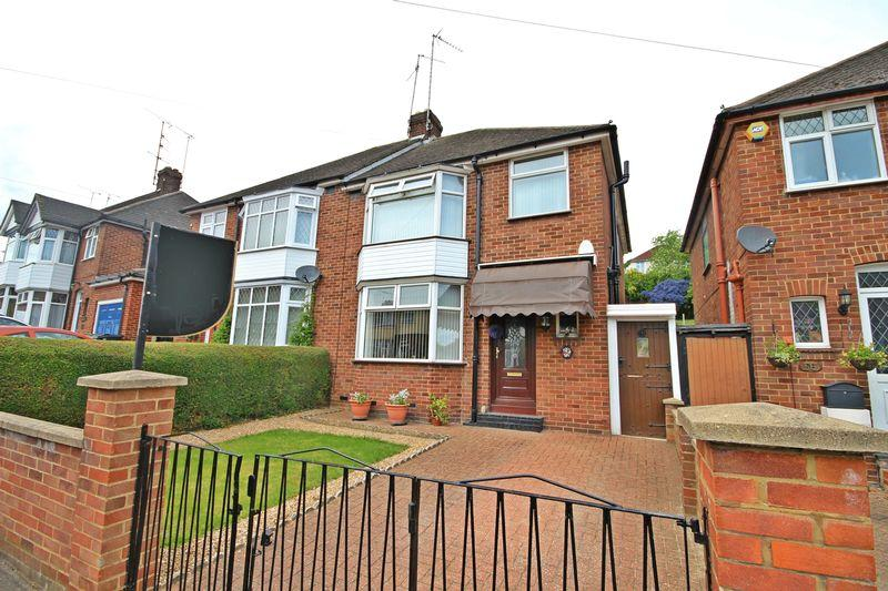 3 Bedrooms Semi Detached House for sale in Meyrick Avenue, Luton