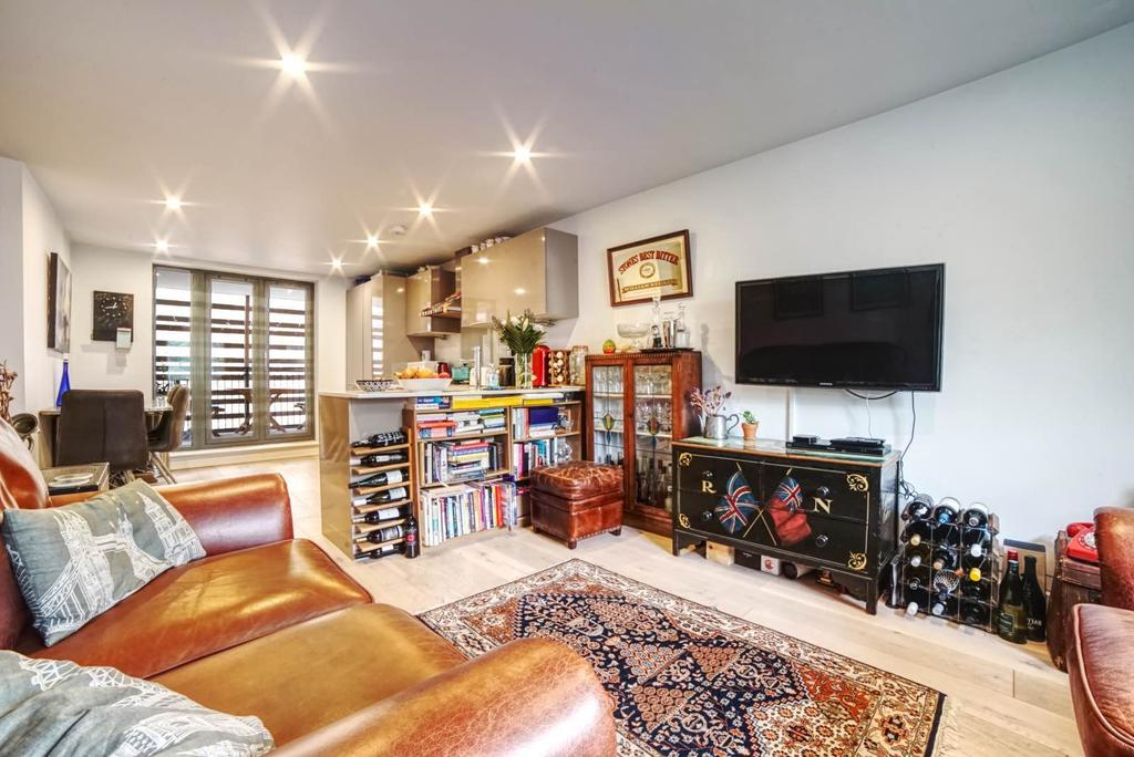 3 Bedrooms Flat for sale in Market Mews, Bermondsey Street, SE1