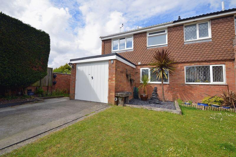 3 Bedrooms Semi Detached House for sale in Cul de sac level to Clevedon town centre