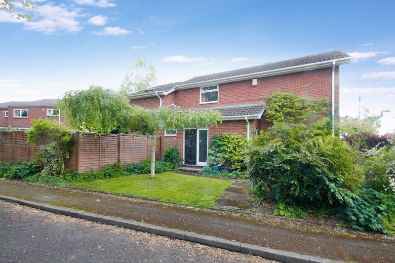 4 Bedrooms Detached House for sale in Harding Close, Redbourn