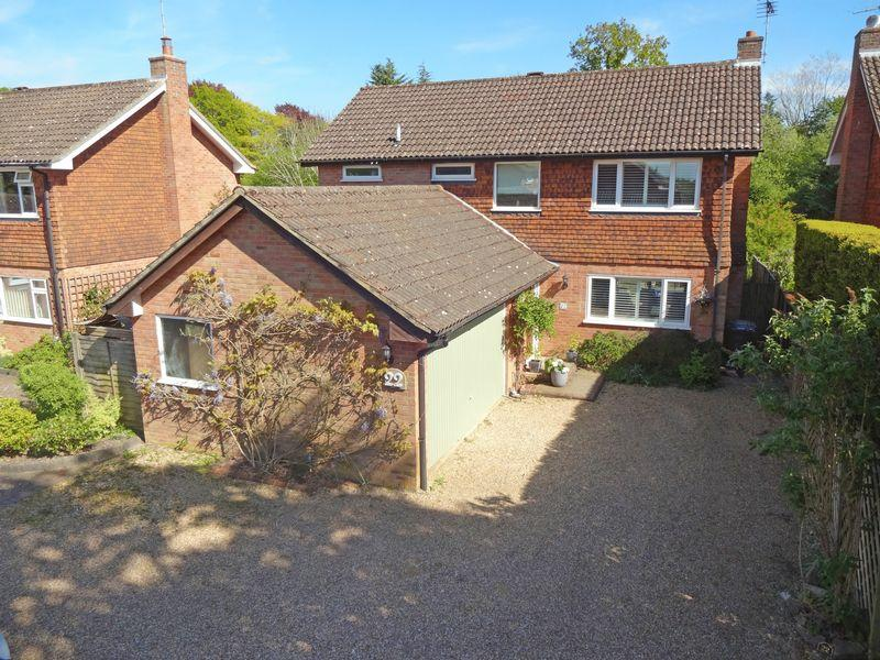 4 Bedrooms Detached House for sale in Grayshott Laurels, Lindford