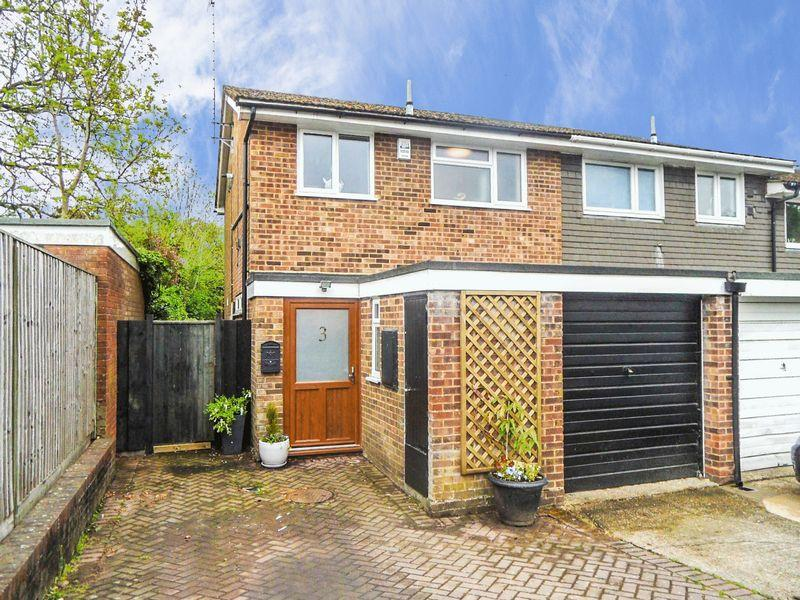 3 Bedrooms End Of Terrace House for sale in STOKENCHURCH - three bedroom, redesigned and refurbished, end of terrace house