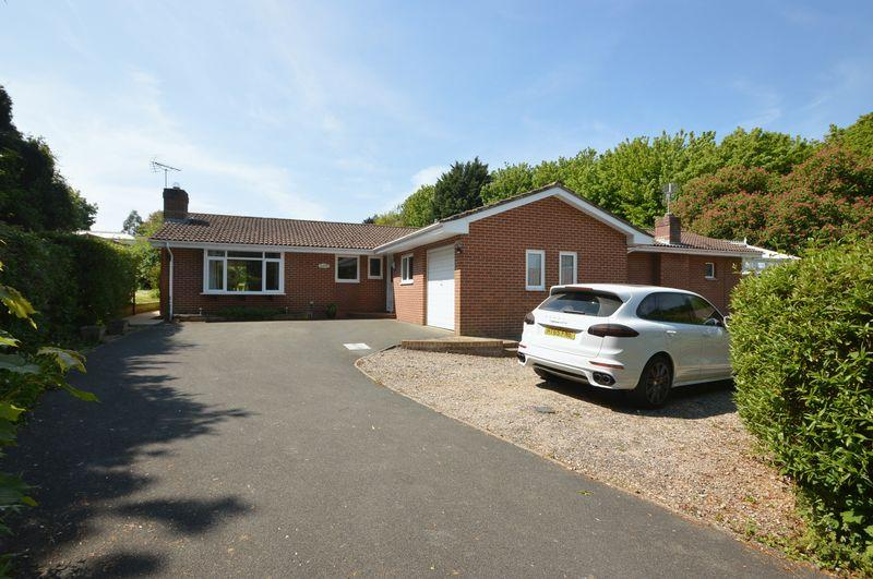 4 Bedrooms Detached Bungalow for sale in CENTRAL RYDE