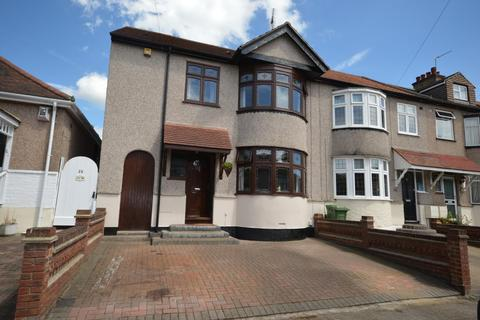 4 bedroom end of terrace house for sale - Brooklands Gardens, Hornchurch, Essex, RM11