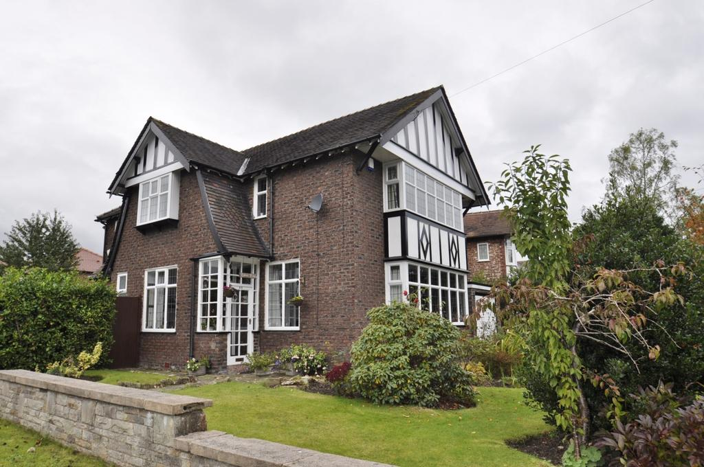 4 Bedrooms Detached House for sale in Ack Lane East, Bramhall,