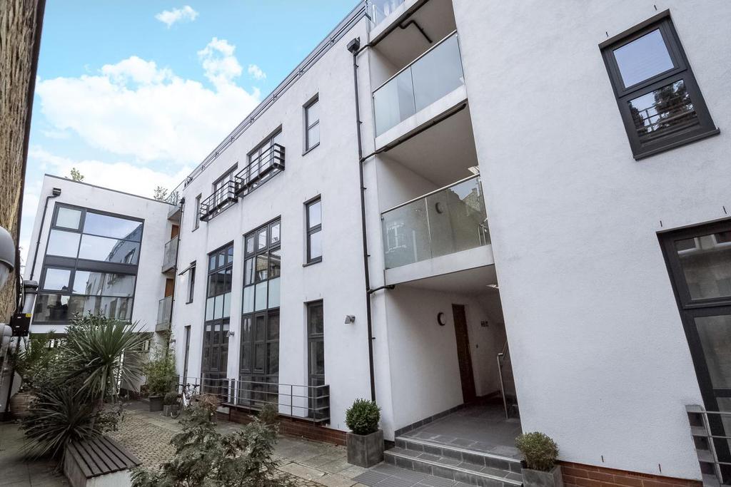 1 Bedroom Flat for sale in Marmion Mews, Battersea, SW11
