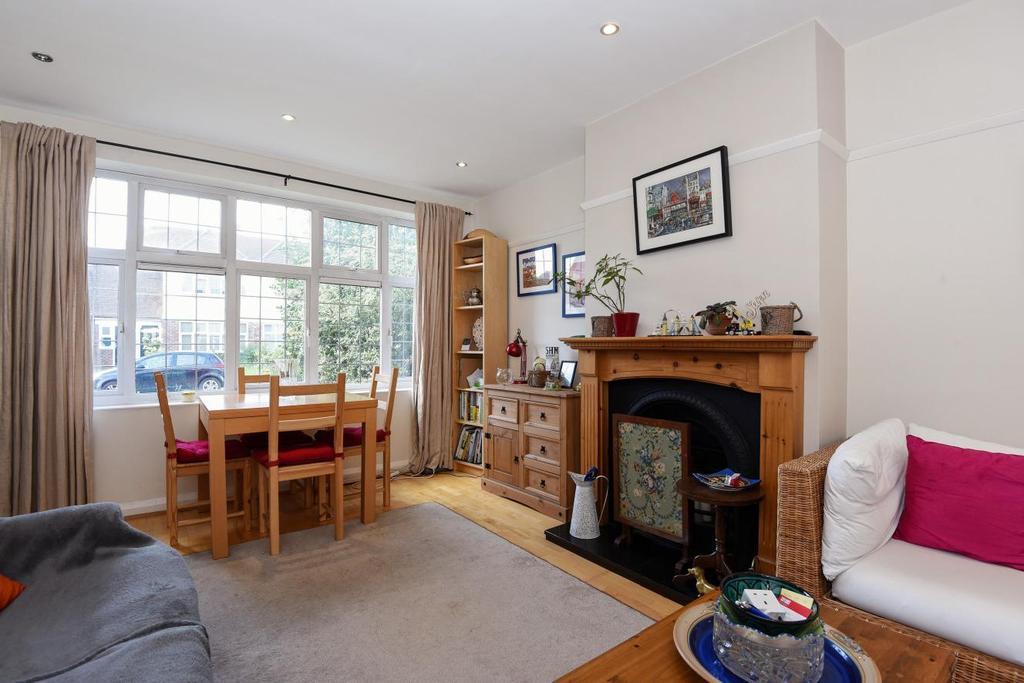 2 Bedrooms Maisonette Flat for sale in Barnes End, Motspur Park, KT3