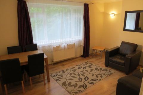 2 bedroom flat to rent - Friern Park, North Finchley, London N12