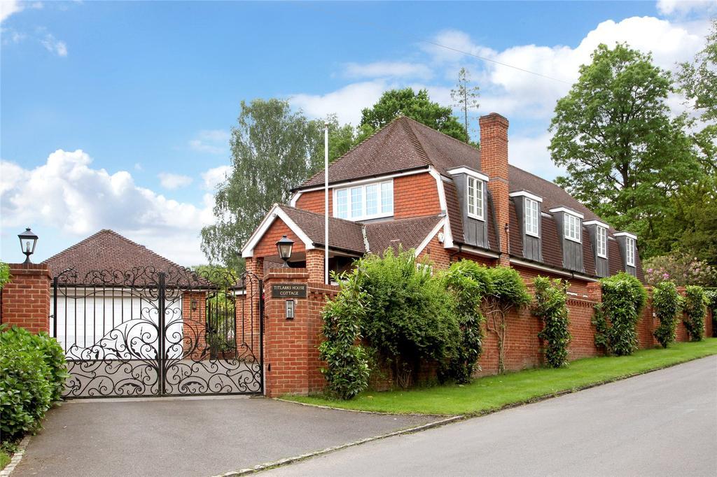 5 Bedrooms Detached House for sale in Titlarks Hill, Sunningdale, Berkshire