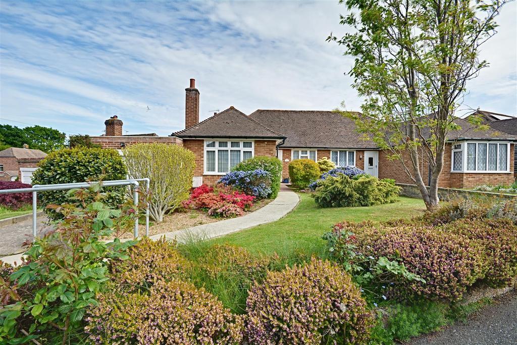3 Bedrooms Semi Detached Bungalow for sale in Grangecourt Drive, Bexhill-On-Sea