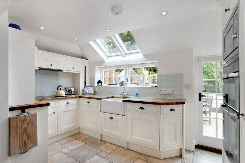 2 Bedrooms Cottage House for sale in Winterbourne, Newbury, Berkshire, RG20
