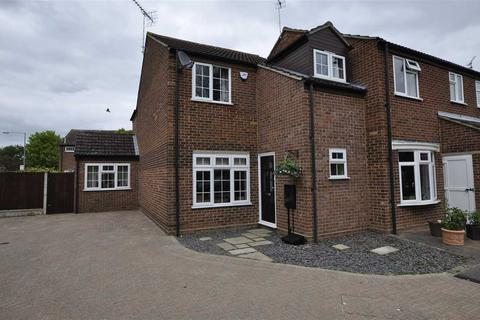 3 bedroom end of terrace house for sale - Varden Close, Chelmsford