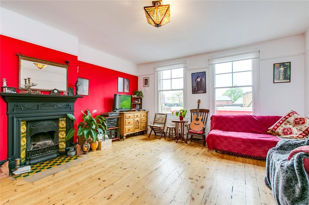 3 Bedrooms Flat for sale in Sheen Lane, London