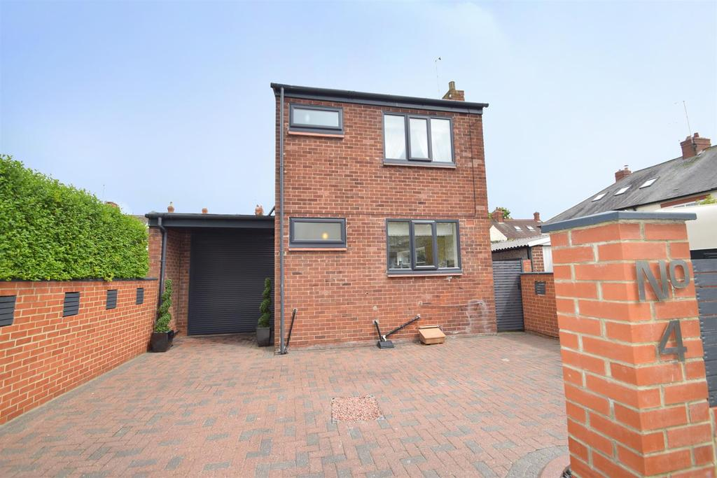 3 Bedrooms Detached House for sale in Brighton Grove, Whitley Bay