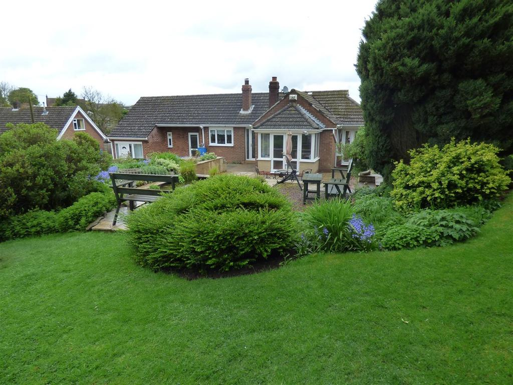 5 Bedrooms Detached Bungalow for sale in Skidby Road, Little Weighton