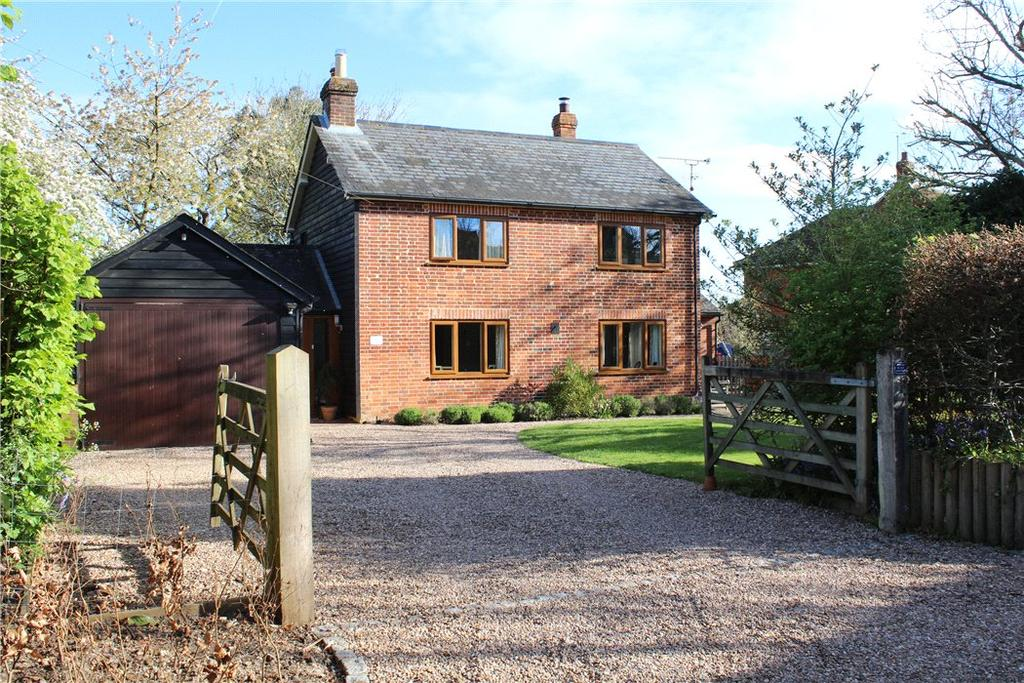 4 Bedrooms Detached House for sale in Charter Alley, Tadley, Hampshire, RG26