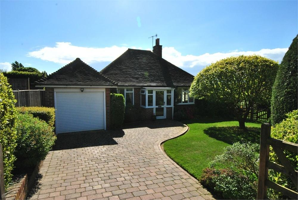 3 Bedrooms Detached Bungalow for sale in Park Lane, BEXHILL-ON-SEA, East Sussex