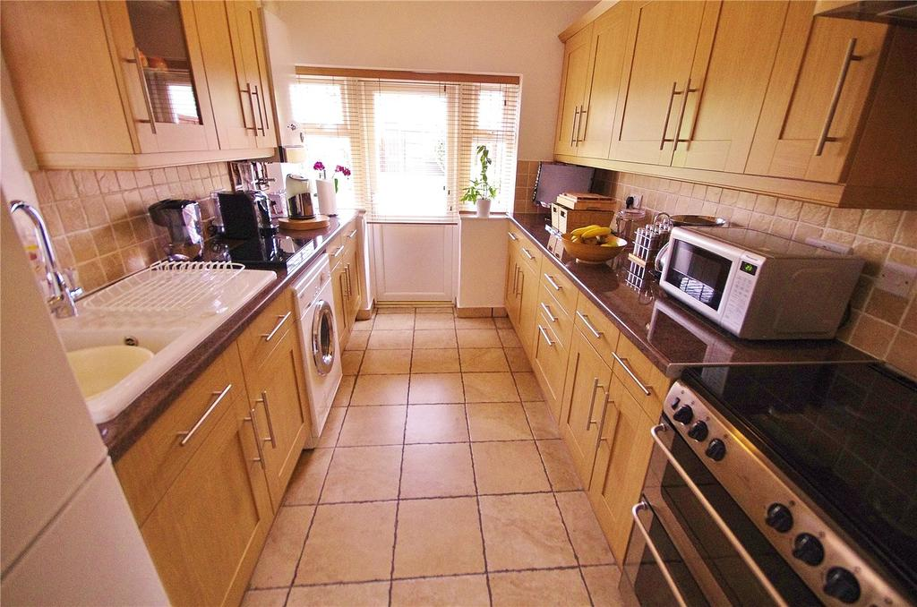 3 Bedrooms Terraced House for sale in Kings Avenue, Watford, Hertfordshire, WD18