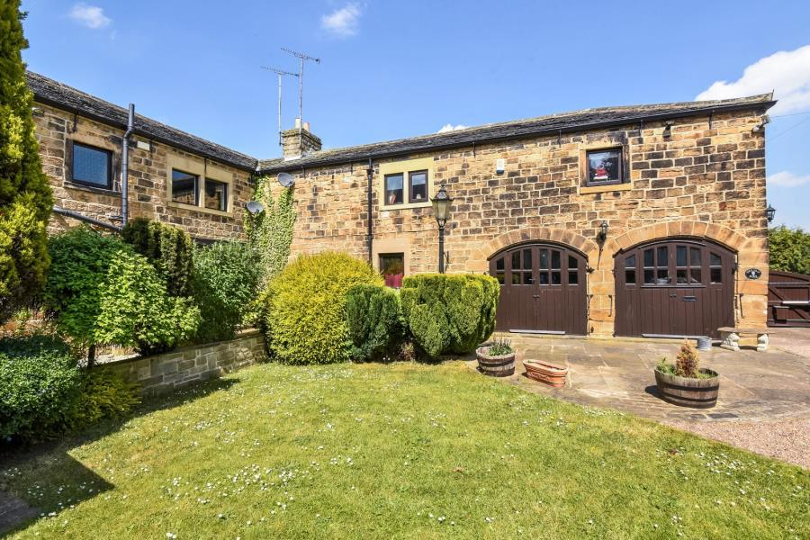 3 Bedrooms Barn Conversion Character Property for sale in THE OLD BARN, CASTLE ROAD, SANDAL, WAKEFIELD, WF2 7LU