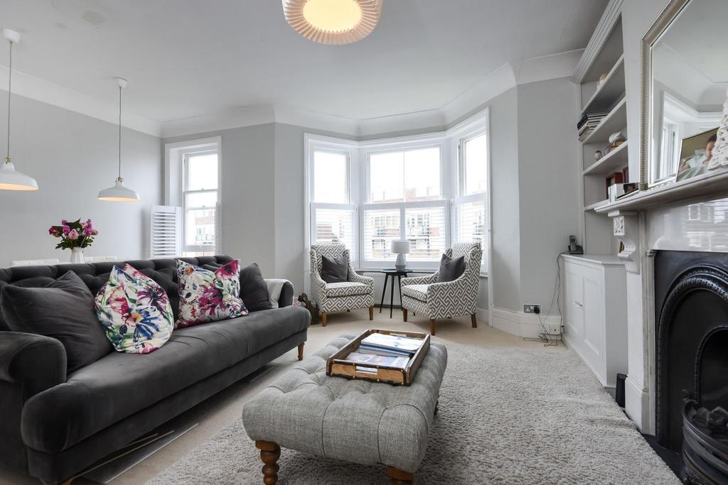 3 Bedrooms Flat for sale in Coleraine Road, Blackheath, SE3