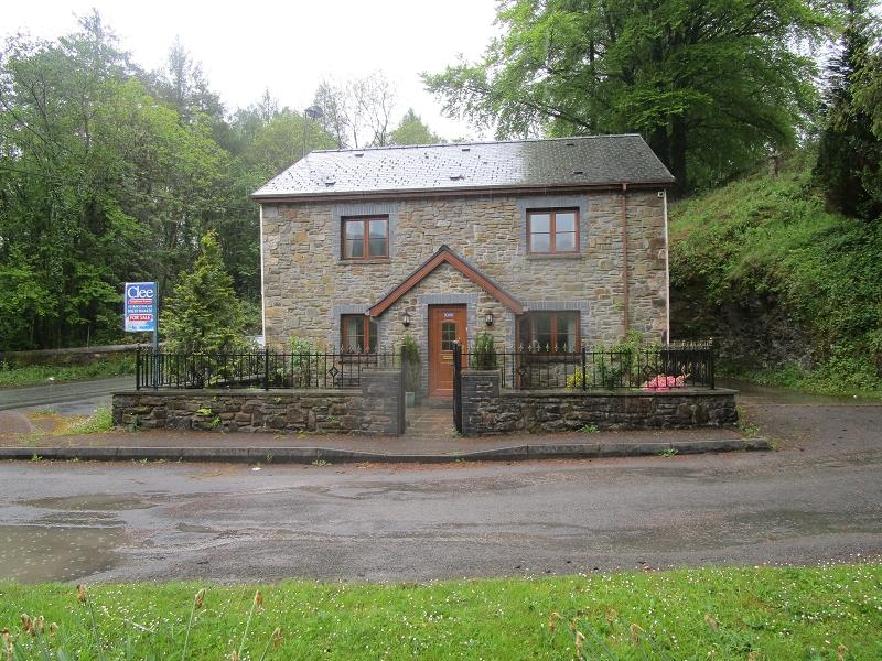 4 Bedrooms Detached House for sale in Station Road, Caehopkin, Abercrave, Swansea.