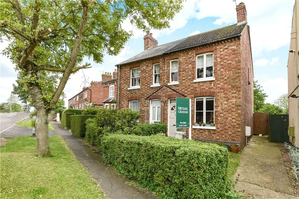 2 Bedrooms Semi Detached House for sale in London Road, Bozeat, Northamptonshire