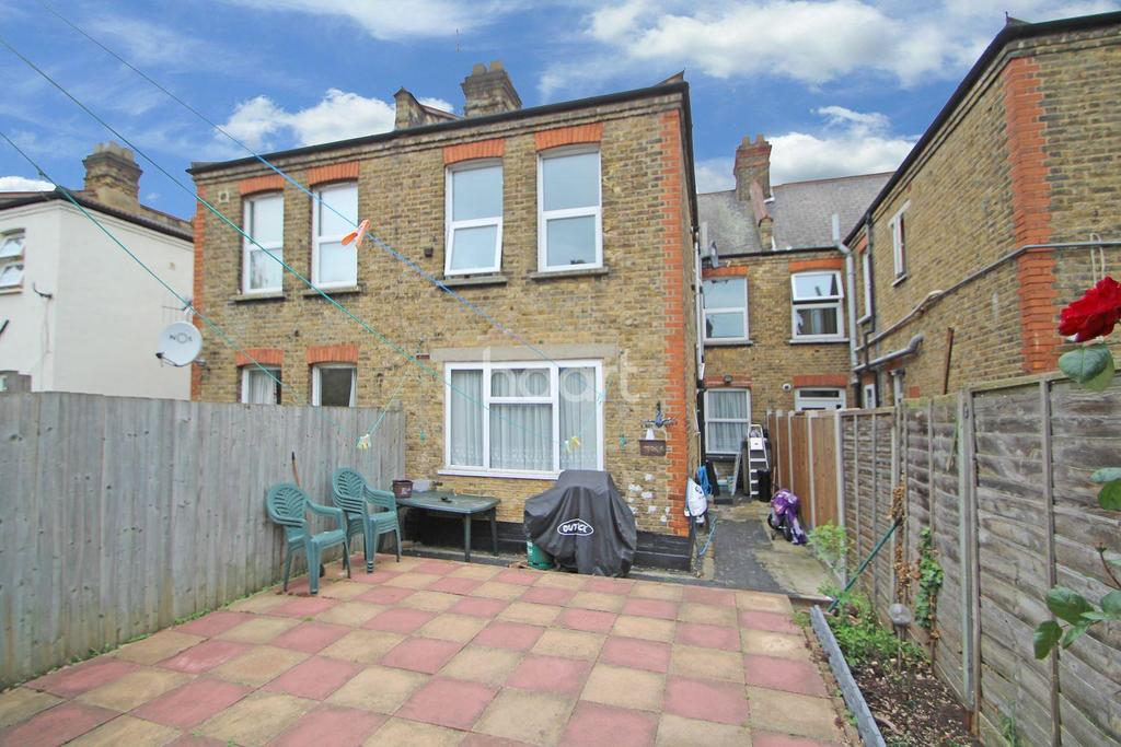 2 Bedrooms Flat for sale in Bloxhall Road, Leyton
