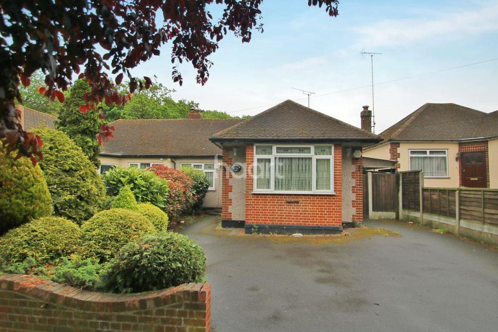 2 Bedrooms Bungalow for sale in The Fairway