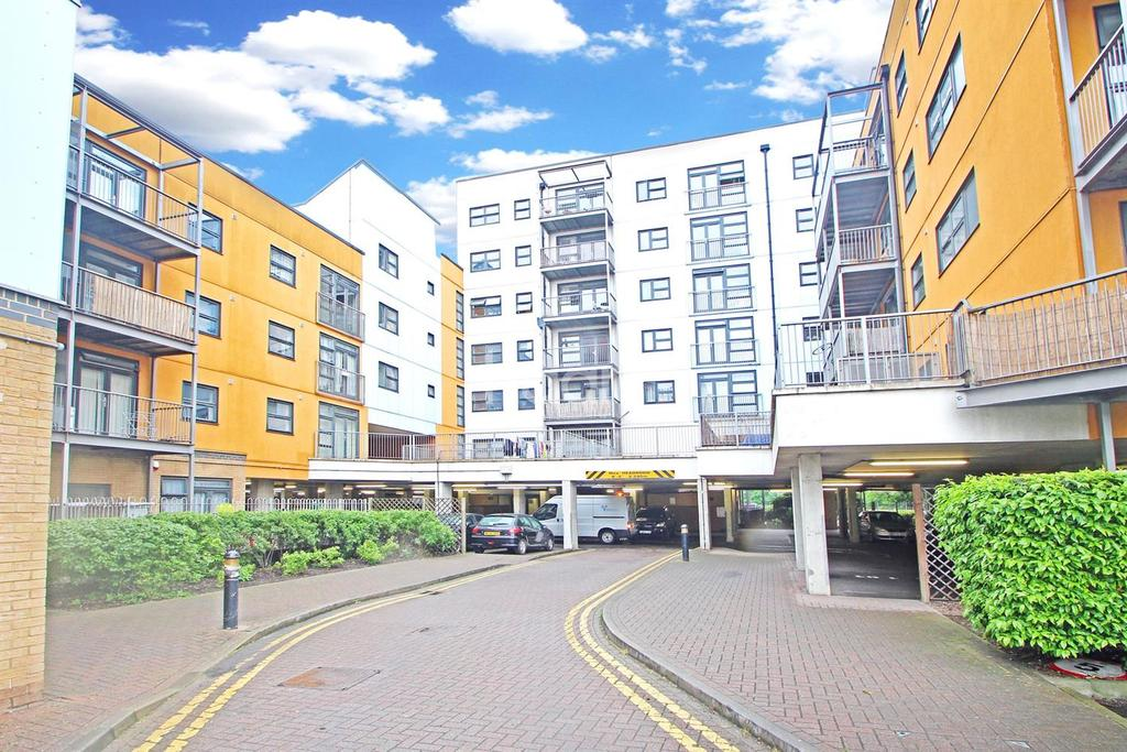 2 Bedrooms Flat for sale in Maltings Close, London, E3