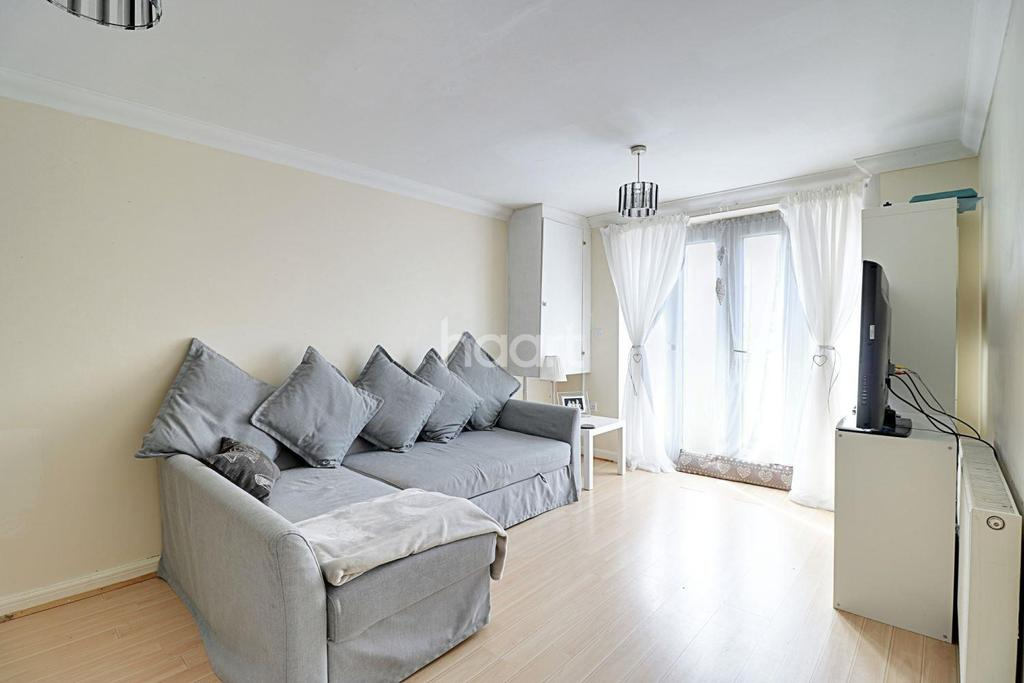 2 Bedrooms Flat for sale in Roberts Place