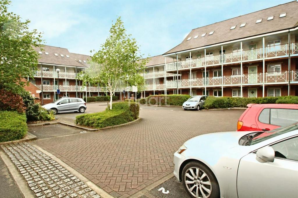 2 Bedrooms Flat for sale in Coach House Court, Loughborough