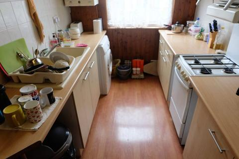 2 bedroom flat to rent - Kelso Road