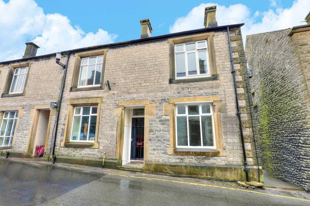 3 Bedrooms End Of Terrace House for sale in High Street, Tideswell, Buxton